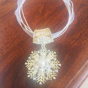 Jewelry - Vintage Snowflake Necklace